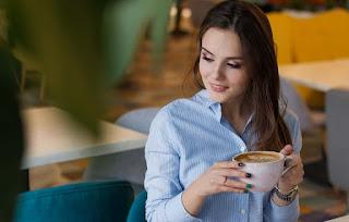 ibu-hamil-minum-kopi