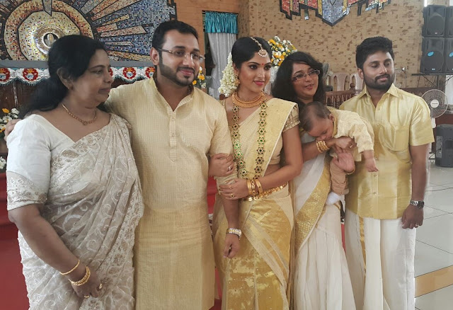 Actress Muktha & Rinku Tomy with Muktha's mother and sister & family