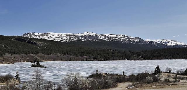 gefrorener See im Norden