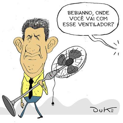 Aos fatos: depois de ouvir os áudios trocados entre Jair Bolsonaro e Gustavo Bebianno, uma coisa ficou clara para mim: esse Bebianno não é tão bonzinho, como faz parecer nos áudios. Sabendo que seria demitido, ele manipulou direitinho Bolsonaro nas conversas entre eles para sair como vítima do imbróglio. E o fez muito bem.  O que me deixa pasmo, é ver como um homem experiente como Bolsonaro se deixa emprenhar pelos ouvidos tanto pelos filhos quanto pelo subordinado, que o fez dizer tudo o que precisava para sair como o herói perseguido dessa lambança lamentável... mas hilária! A verdade é que um presidente da República não pode ficar batendo boca, como uma comadre, com um subordinado via Whatsapp. Nem a trapalhona-mor da Nação, Tia Dilma Sapiens, nos brindou com uma batatada dessa monta.   Bebianno fez Bolsonaro de otário, essa é a verdade.