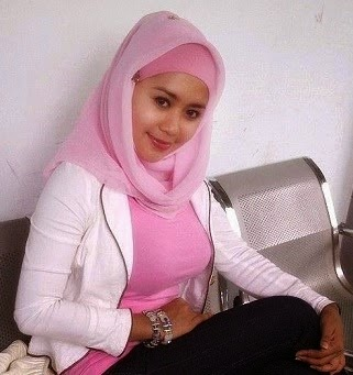 Cewek Jilboob Baju Pink