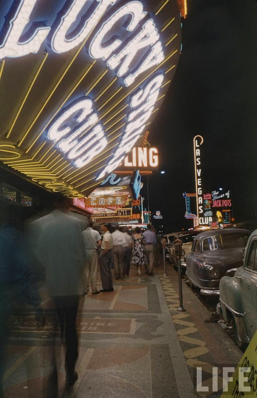 30 Amazing Color Photographs That Capture Las Vegas