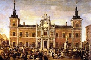 Madrileños del siglo XVIII transitan ante la fachada del edificio.