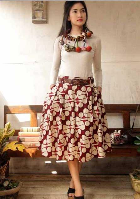 gaun-batik-kombinasi-kain-polos