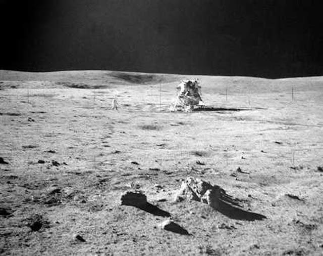 Modulo Lunar Antares em Fra Mauro. Ao fundo, a encosta da cratera Cone