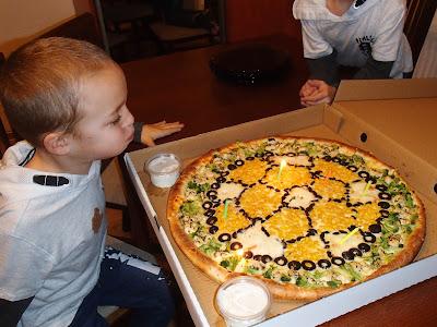 urodziny, impreza urodzinowa, urodziny sześciolaka, tort urodzinowy, niezwykły tort, zabawy imprezowe
