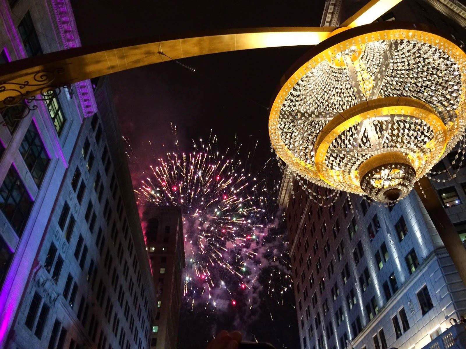 Over 20 000 Clevelanders Are Dazzled By Lighting Of The World S Largest Outdoor Chandelier In Playhousesquare