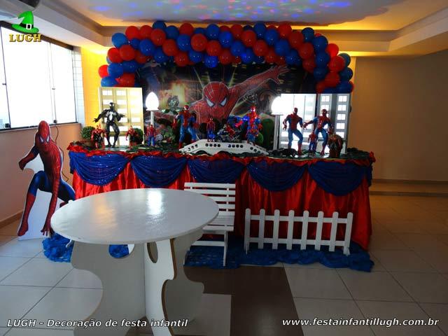 Decoração de mesa de aniversário masculino tema Homem Aranha - Festa infantil masculina tradicional forrada de tecido