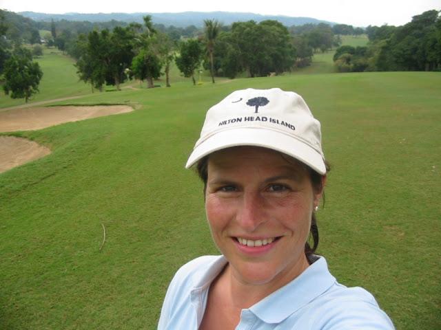 Jamaika - Barbara beim Golfen