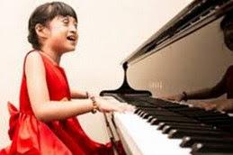 """Grezia Epiphania Gadis Cilik Bersuara Emas Dengan Keterbatasan Fisik Saat Lahir """"Penyanyi Rohani"""""""