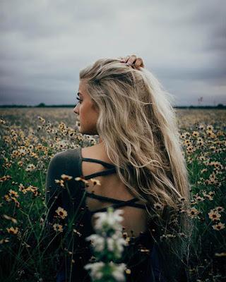 poses tumblr campos de flores