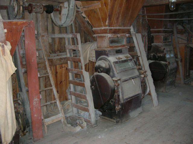 urządzenia, maszyny, drewniane budowle, wiatrak