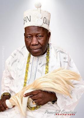 88-year Olubadan of Ibadan strikes romantic pose with his two wives (photos)