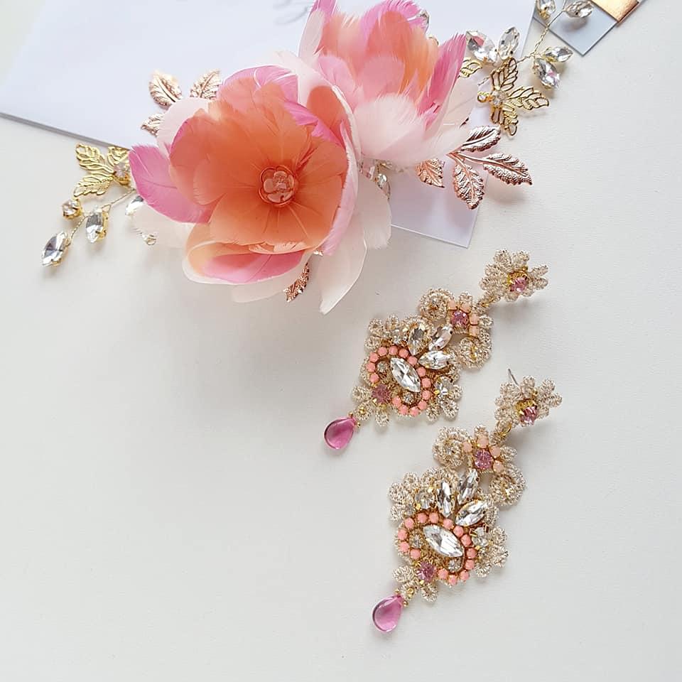 Gałązka ślubna z kwiatami z piór.