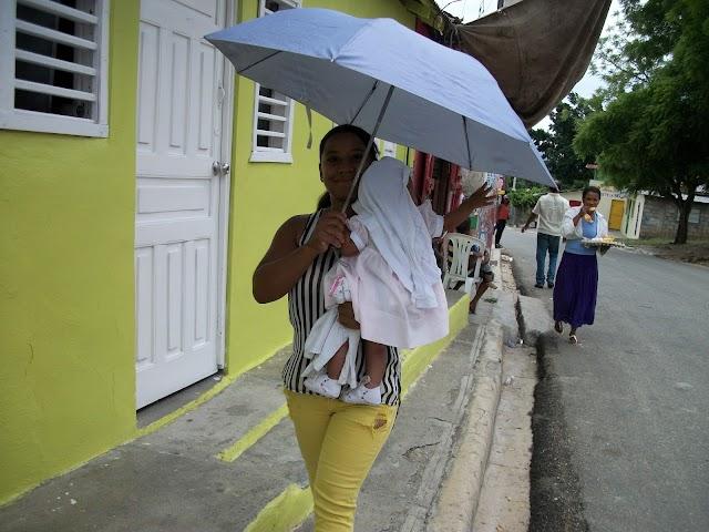 Paragua en mano: Seguirán aguaceros, 14  provincias bajo alerta