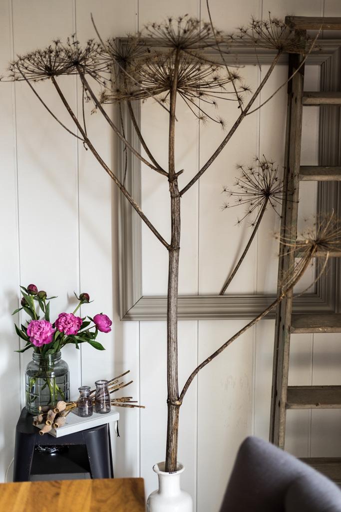 Blumendeko im Industrial-Style, Industrie-Stil, mit Rosa Pfingstrosen by fim.works