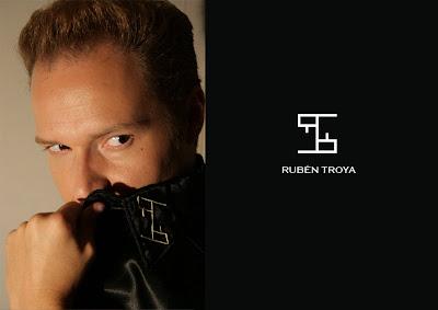 e603914a2 Para la tarde-noche Rubén Troya nos propone unas camisas llena de pequeños  toques