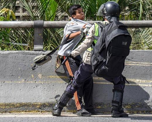 Opositores detenidos en marcha en Caracas serán presentados en tribunales