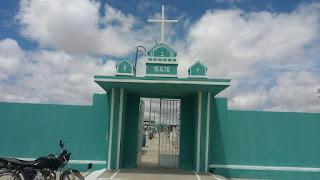 Prefeitura de Baraúna realiza manutenção no cemitério para visitação no Dia de Finados