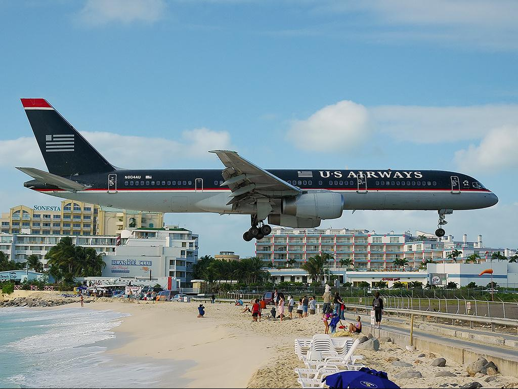 FUNNY PHOTOS 4 ALL: Princess Juliana International Airport