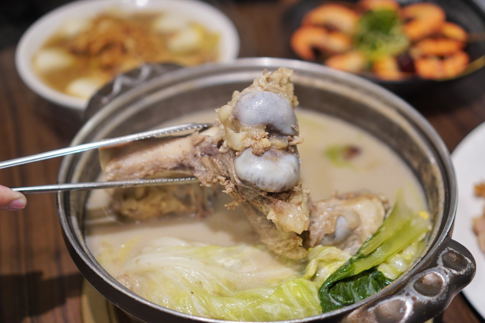 台南東區美食【廚房有雞花雕雞】澳門豬骨煲