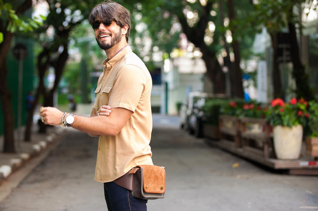 pochete masculina look
