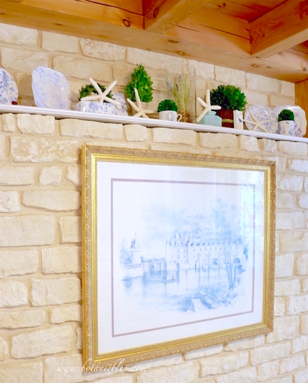 kitchen-stone-wall-with-shelf-decorated-with-starfish-boxwood