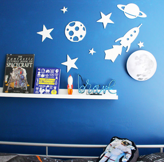 Heidi Swapp Neon decor in a boy's room