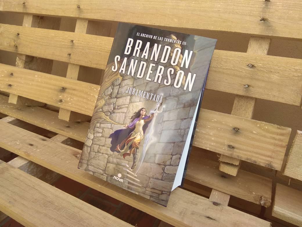 Juramentada se publicará en formato tapa dura con sobrecubierta, tiene 1408  páginas y se puede reservar ya al precio de 33,15 euros.