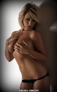 Twerking blondes - Sexy Naked Girl Melissa Debling