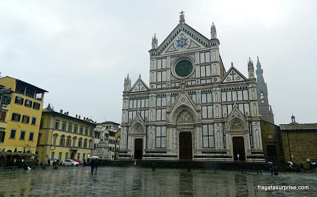 Fachada decorada em mármore da Basílica de Santa Croce, Florença