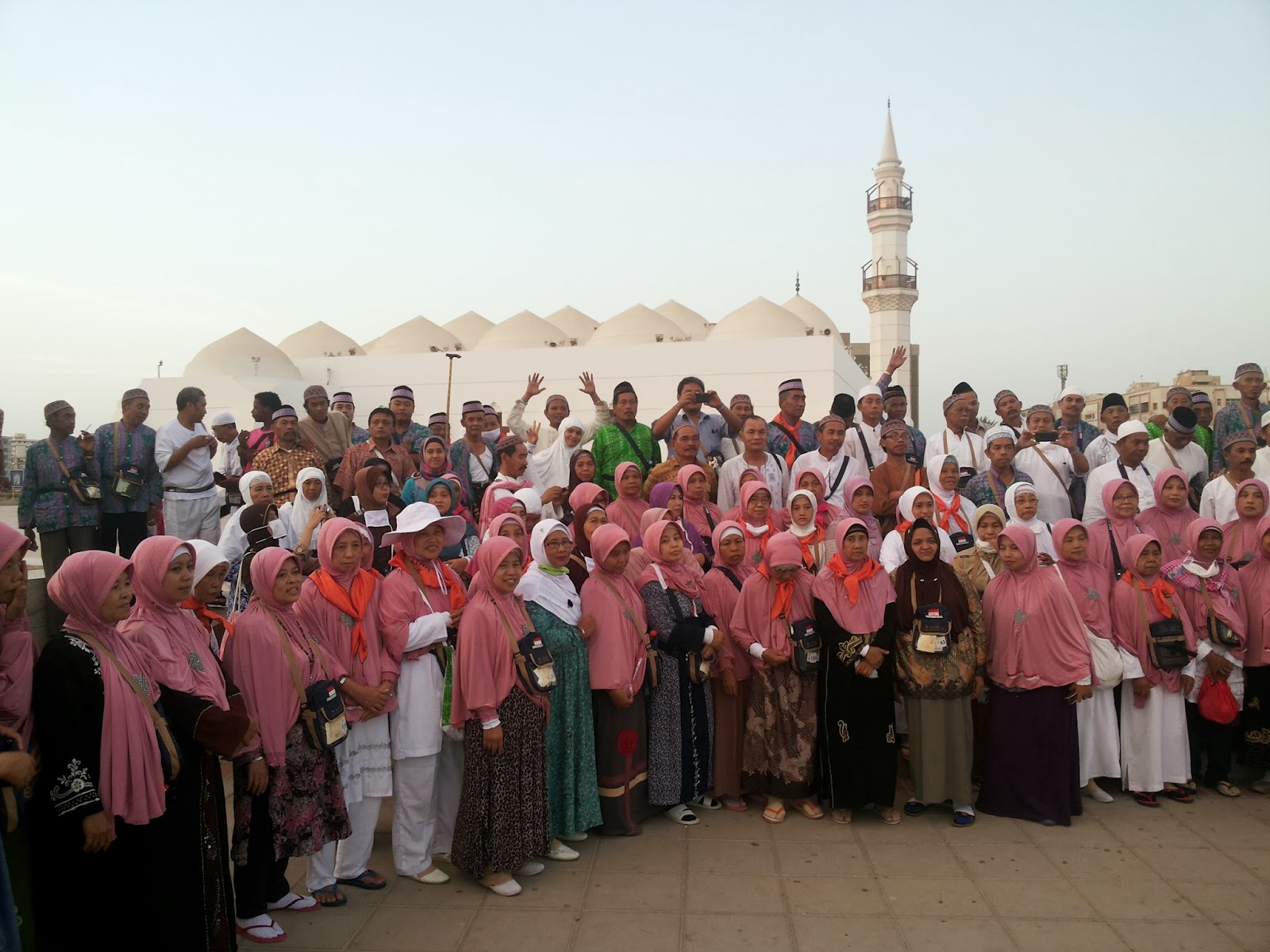 Haji Yasodam Blitar 2013 Foto Bersama di depan Masjid Qishos