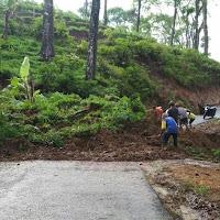 Akibat Hujan Deras, Jalur Bendungan-Pagerwojo Tertutup Longsor