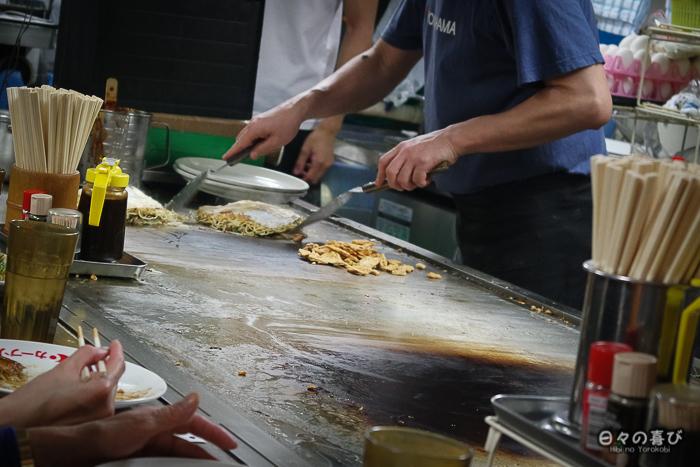Fabrication d'un okonomiyaki, Hiroshima