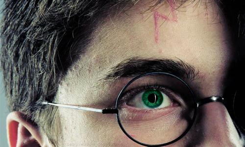 Хари Потър със зелени очи като на Лили