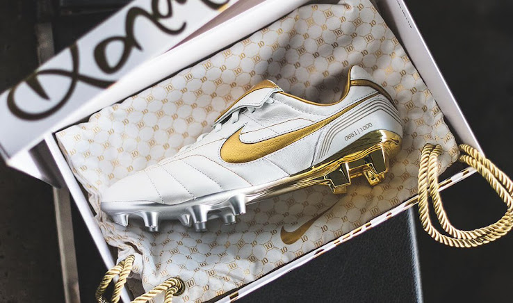 size 40 3dc89 edd88 White / Gold Nike Legend R10 Ronaldinho 2018 Boots Released ...