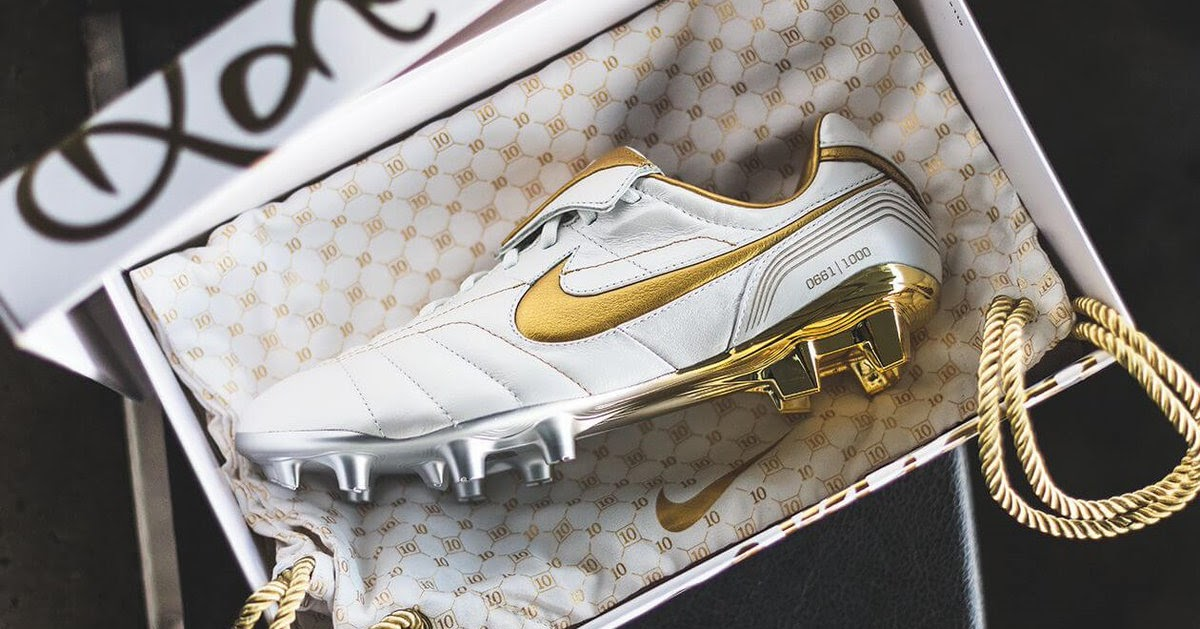 185670e94948 White / Gold Nike Legend R10 Ronaldinho 2018 Boots Released - Footy  Headlines