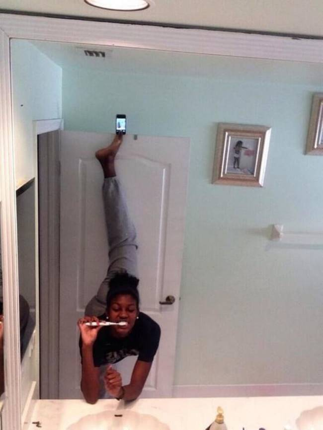 20 stupid people with idiotic selfie