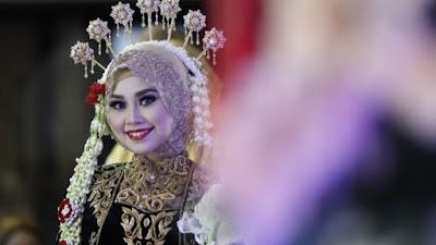 tutorial hijab pengantin dengan hiasan jawa