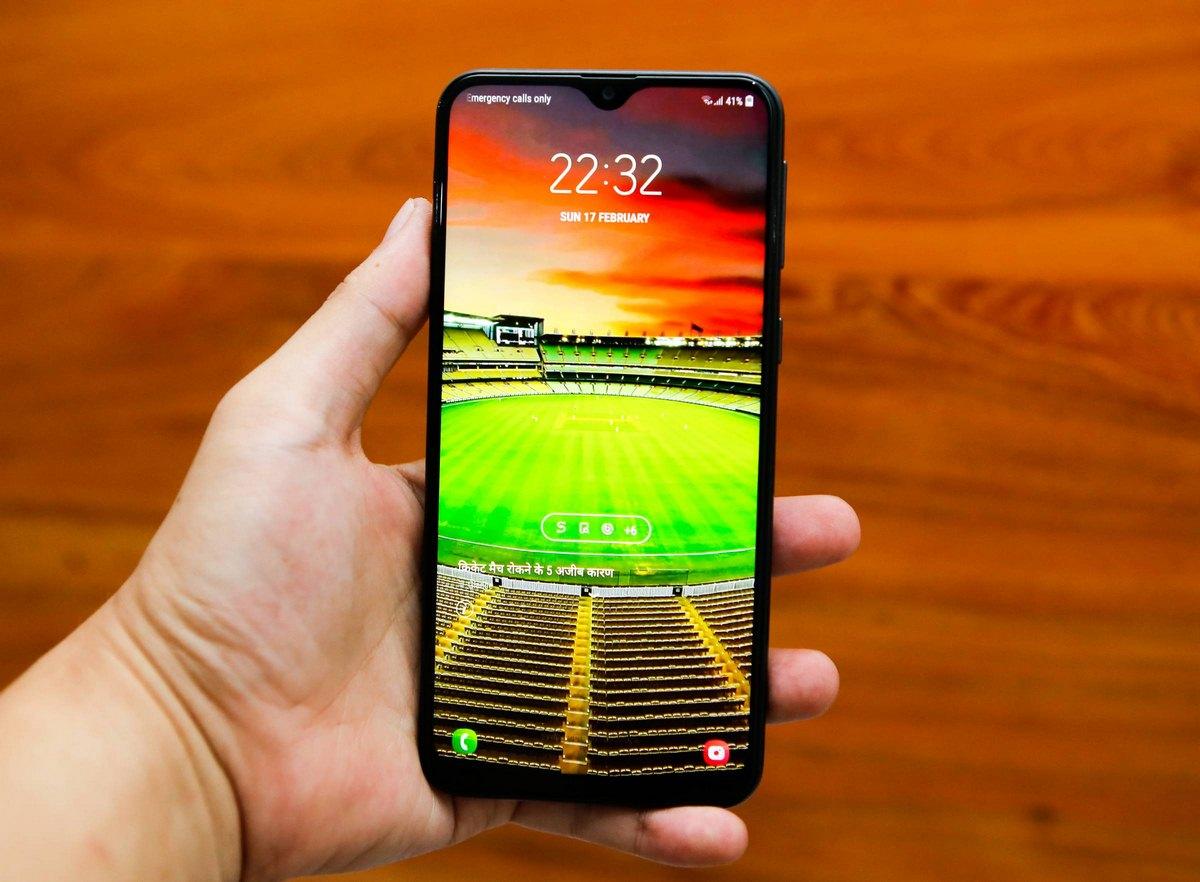 Trên tay Samsung Galaxy M20 pin 500mAh giá chưa đến 5 triệu