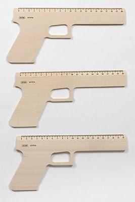 regla en forma de pistola