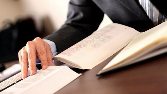 بحث قانوني عن مفهوم وخصائص القاعدة القانونية