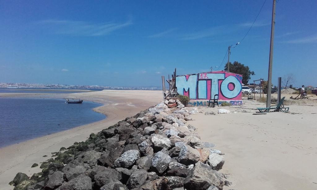 Praia Fluvial do Bico do Mexilhoeiro - Vista da praia sobre Lisboa