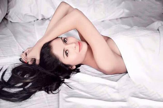 Gehana Vashisth Topless Hot PhotoShoot