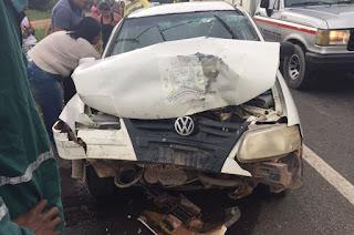 http://vnoticia.com.br/noticia/1485-duas-pessoas-feridas-em-acidente-entre-carro-da-saude-de-sfi-e-van-na-br-101