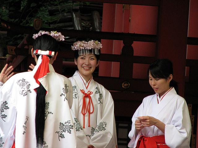Miko, las sacerdotisas japonesas