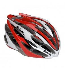 c99154d6dfb57 O capacete deve ser pensado como um item essencial para a segurança do  ciclista. Na hora de escolhê-lo, não se deve levar em consideração somente  a estética ...