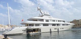 Impresionante barco atracado en Vittoriosa.