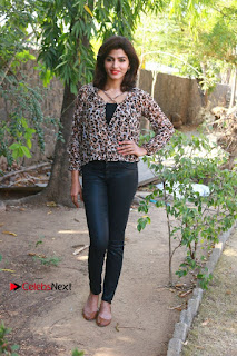 Tamil Actress Sai Dhansika at Vizhithiru Movie Press Meet Stills  0016.jpg