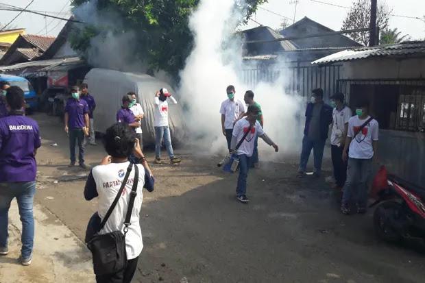 Caleg DPR Perindo Turun Langsung Fogging Wilayah Rawan DBD di Bogor